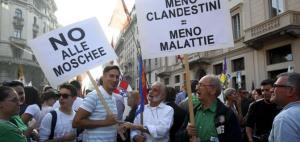 La Lega gioca alla guerra: approvata legge regionale per impedire l'apertura di moschee in Lombardia