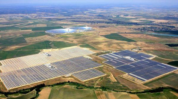 Cómo la energía solar podría hacer desaparecer al imperio del combustible fósil (y nuclear) para el año 2030