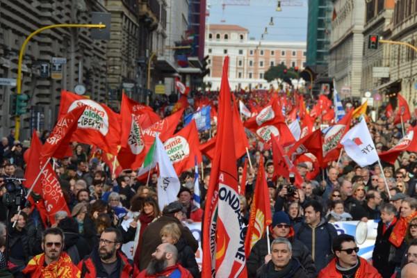 Un successo la manifestazione per la Grecia