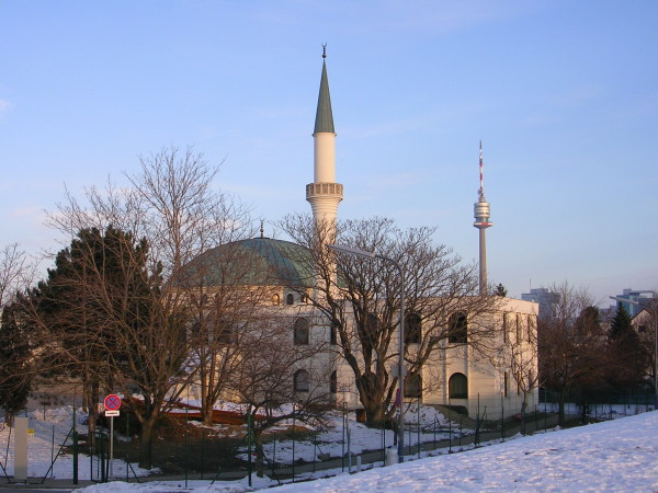 Austria: Racist law approved to restrict Muslim freedoms