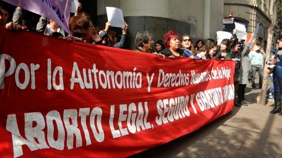 Bachelet envía al Congreso el proyecto de ley de aborto terapéutico