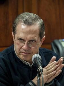 """Canciller ecuatoriano afirma que la decisión de UNASUR es un """"golpe extraordinario por la paz"""""""