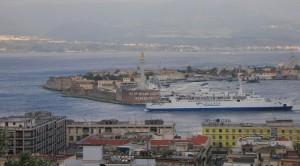 Tagli al traghettamento ferroviario nello Stretto: Accorinti scrive a Lupi