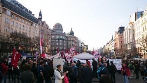 Praga, protesta contro il passaggio di truppe USA in Repubblica Ceca