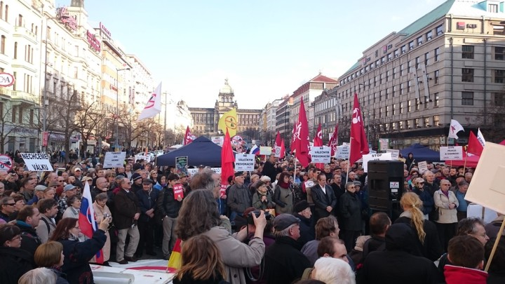 Czechs demonstrate against US troop movements on their territory