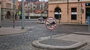 Checos dicen NO al espectáculo teatral de poderío de EEUU