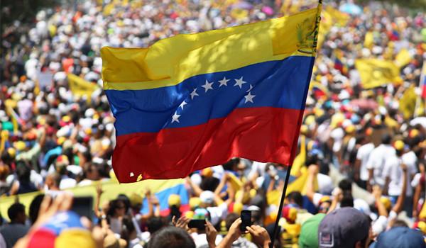 Venezuela: crisi con USA, milizie nelle aziende statali