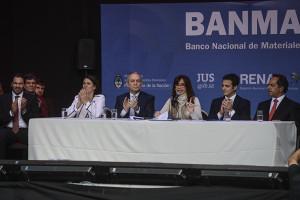 "Cristina Kirchner: ""Hemos destruido más armas que ningún otro gobierno"""