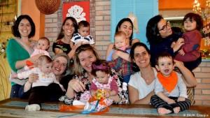 Grupo de 35 mães se une para garantir amamentação de bebê