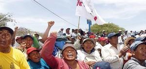 Bajo represión policial, movilización popular resiste contra proyecto minero en Perú