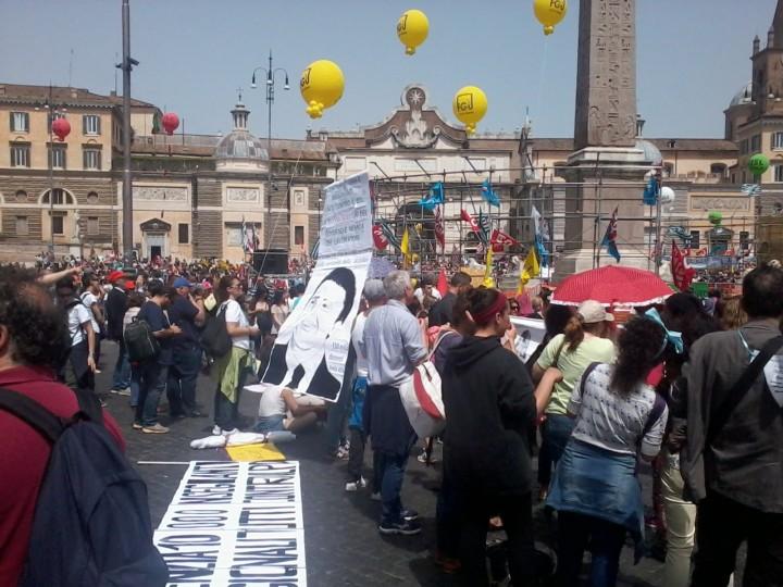 Decine di migliaia fischiano #labuonascuola