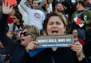 Professores de seis estados e de pelo menos sete municípios estão em greve