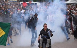 Brasil: Violência policial deixa 200 professores e servidores feridos no Paraná