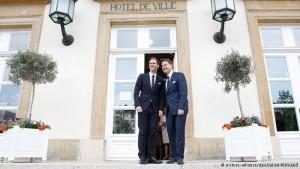 Premiê de Luxemburgo é primeiro líder gay da UE a se casar