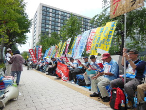 Mass protest in Tokyo against the Abe administration: No to New Security Bills