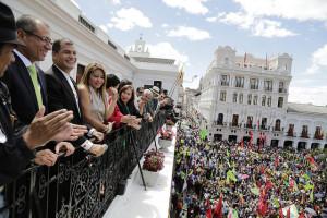 Putschgerüchte: Tausende empfangen Rafael Correa in Ecuador