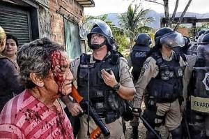 Agredidos por el Estado, habitantes de comunidad carioca resisten a desalojo