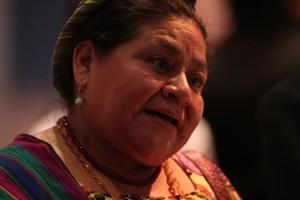 Ecuador, la mano sporca di Chevron: Rigoberta Menchú chiede giustizia