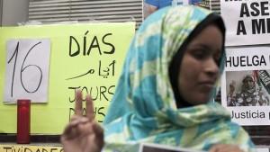 La saharaui Takbar Haddi, tras 20 días en huelga de hambre: «Mi hijo me pide justicia en sueños»