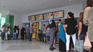 Los griegos retiran 400 millones de los bancos desde el anuncio del referéndum