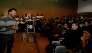 Talleres sobre democracia y juventud en las escuelas secundarias argentinas