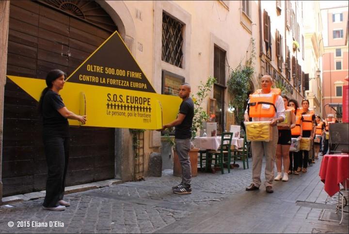 Amnesty consegna le firme contro la fortezza Europa
