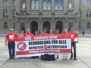 "Petition ""Behandlung für alle an Hepatitis C erkrankten Menschen"" an Bundesrat Alain Berset übergeben"