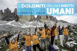 Sulle Dolomiti la catena umana per i diritti umani