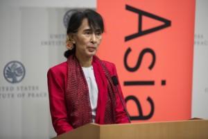 Suu Kyi: «Los tiempos cambiaron, basta de odio y temor»