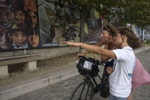 """""""A Dream of Humanity"""" – Gigantic Photo Exhibition on Humanity and Diversity Along River Seine's Shore in Paris"""