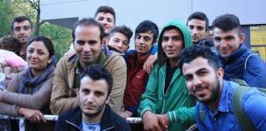 Impressionante dimostrazione tedesca di solidarietà con i rifugiati