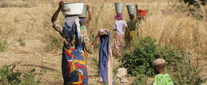 """Acqua """"privata"""" in Africa: la lotta della Nigeria contro la Banca Mondiale"""