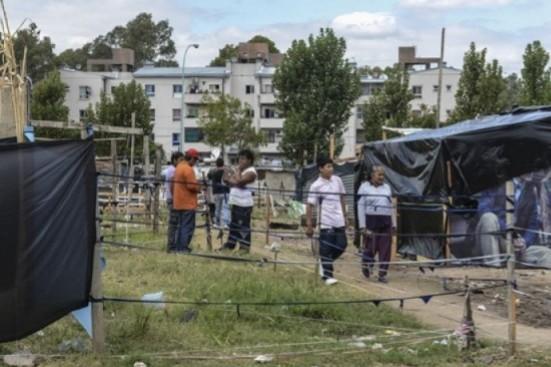 Familias de la Villa 20 de Lugano reclaman la urbanización