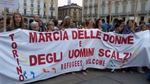 Italien: Barfußmarsch für Solidarität mit Flüchtlingen in Turin