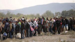 Alemania aceptará 500.000 refugiados al año y solicita acción en toda Europa