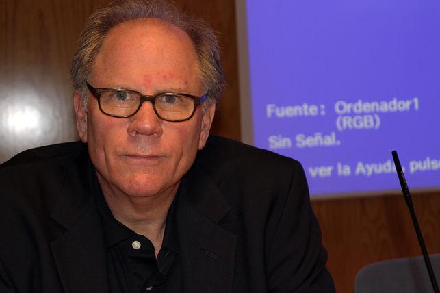 Robert McChesney: «El poder lucha hasta la muerte para evitar los cambios»