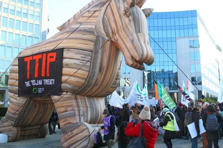 Avec le traité TAFTA, la volonté des entreprises remplacera celle des peuples