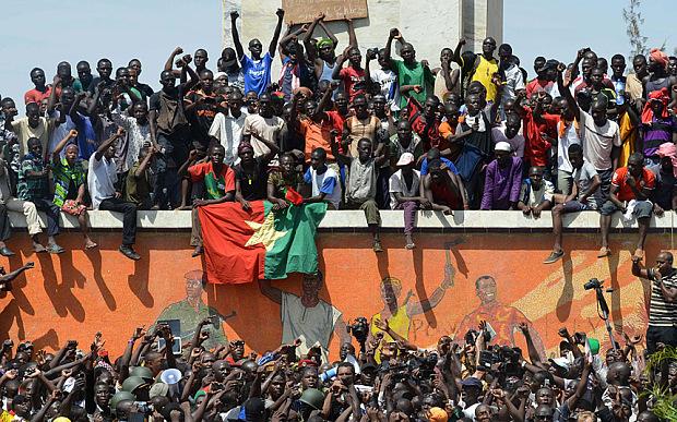 Burkina Faso, les gens «font le vide» face aux putschistes