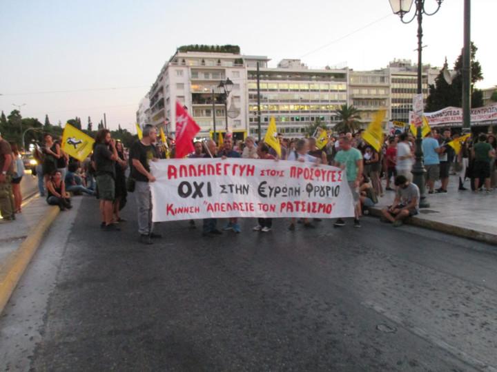 i-athina-kalosorizei-tous-prosfiges2