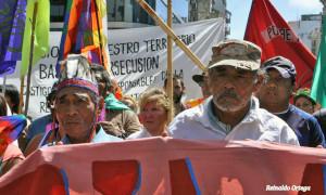 Reclamo indígena intenta hacerse oír en capital argentina