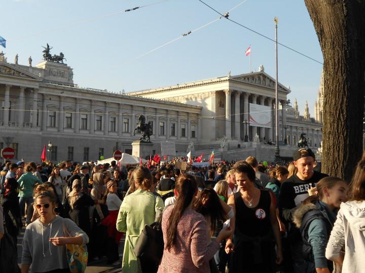 Vienne, un signal de solidarité… Cent mille personnes manifestent pour l'accueil des réfugiés