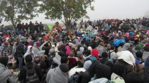 Obligan a miles de refugiados a dormir en el barro a temperaturas bajo cero en la frontera serbocroata
