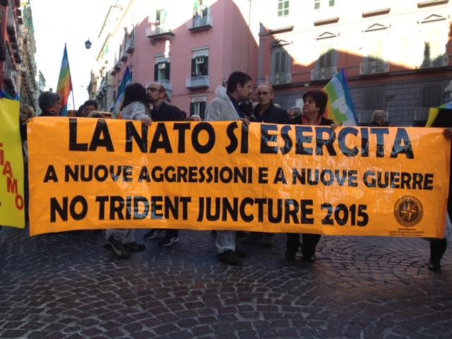Napoli-no-NATO09