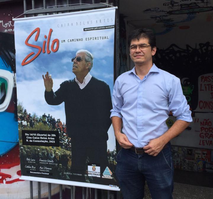 Banner e Cartaz do Filme. Ao lado Alexandre Samogini, da Mensagem de Silo, um dos responsáveis por viabilizar a pré-estréia do filme antes de entrar em circuito comercial