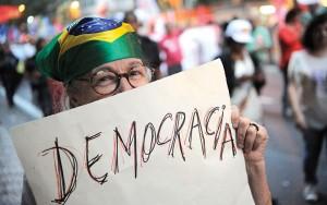 Em movimento. De frente para o Brasil