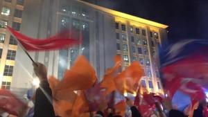 El gobernante AKP gana las elecciones turcas con el 49 % de los votos
