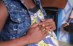 Las adolescentes embarazadas que no pueden volver a su escuela por ser «una mala influencia» en Sierra Leona
