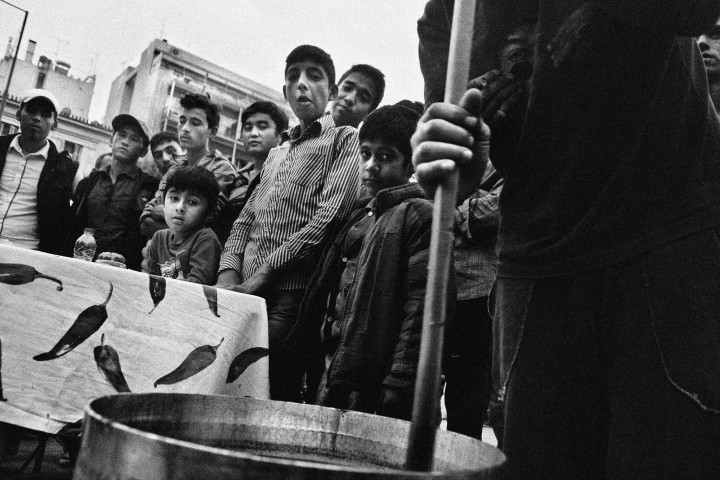 Lesvos_Refugees_Cooking_Food_02