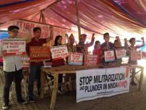 Philippines: Manila students greet indigenous Lumad caravan