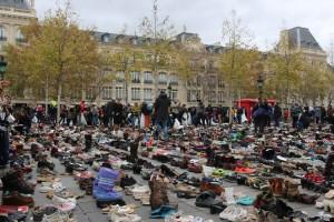 Paris. Des milliers de chaussures au lieu de la marche pour le climat
